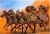 Carro pesado asirio o kallapani durante el reinado de Asurbanipal III siglo VII AC. Está tirado por cuatro caballos (cuadriga) y lleva cuatro tripulantes. Autor Angus McBride para Osprey